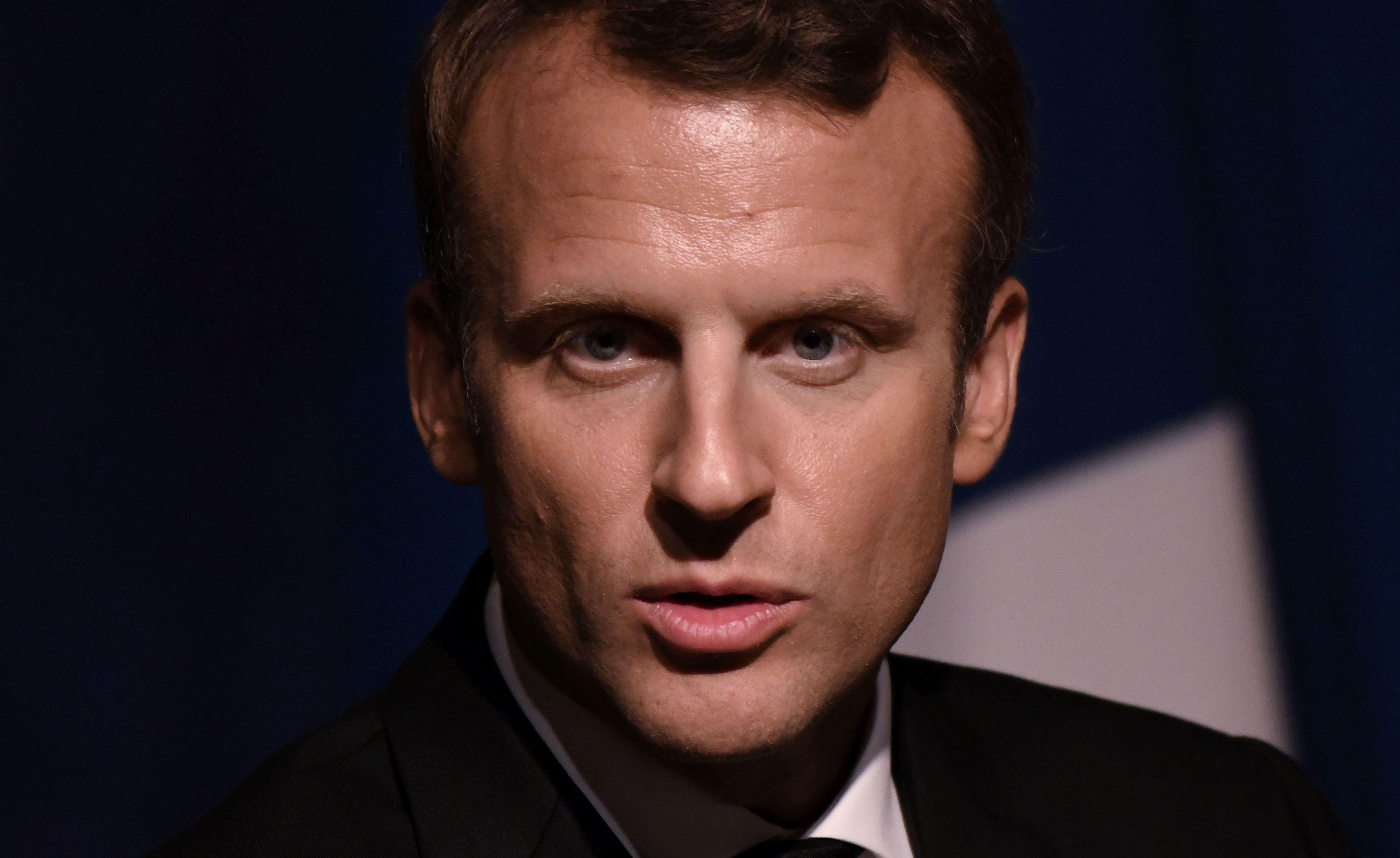 Emmanuel Macron merge în Africa, în contextul crizei privind traficul de fiinţe umane şi licitaţiile de sclavi