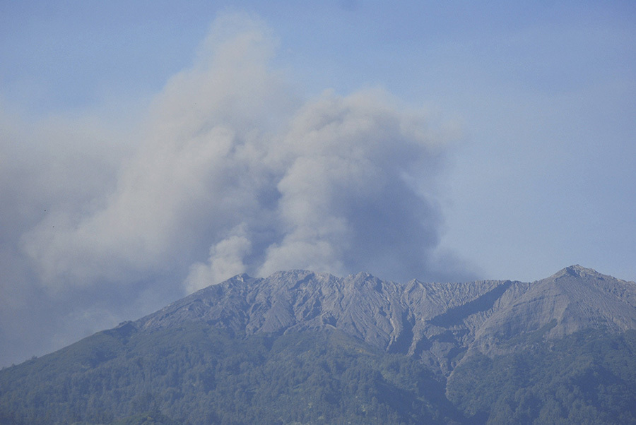 Aeroportul din Bali rămâne închis din cauza erupţiei vulcanului  Agung `iminentă`: 60.000 de pasageri, nevoiţi să-şi amâne zborurile