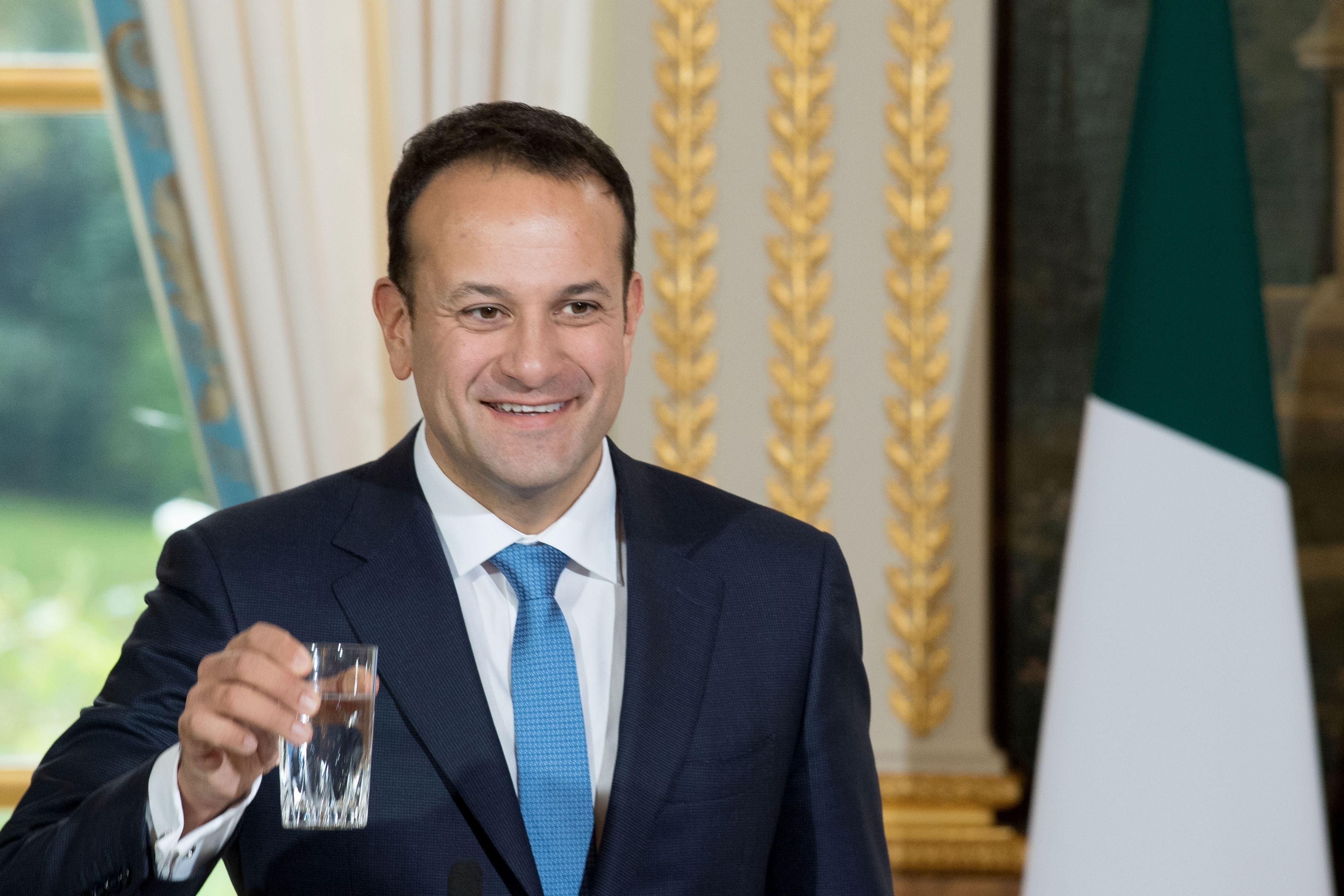 Premierul Varadkar încearcă să prevină prăbuşirea guvernului şi alegerile anticipate care ar slăbi poziţia Irlandei în negocierile de Brexit