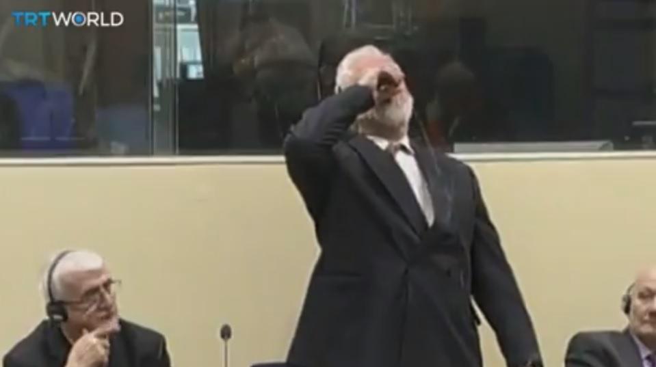 Un criminal de război a băut otravă în timpul unei şedinţe a Tribunalului Penal Internaţional - VIDEO