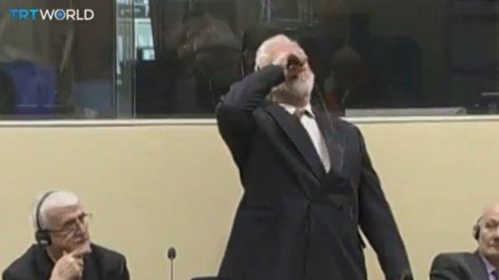 Imaginea articolului Slobodan Praljak a murit după ce s-a otrăvit în instanţa Tribunalului Penal Internaţional | VIDEO