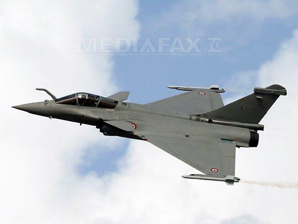 Franţa speră să vândă avioane militare şi vehicule blindate Qatarului