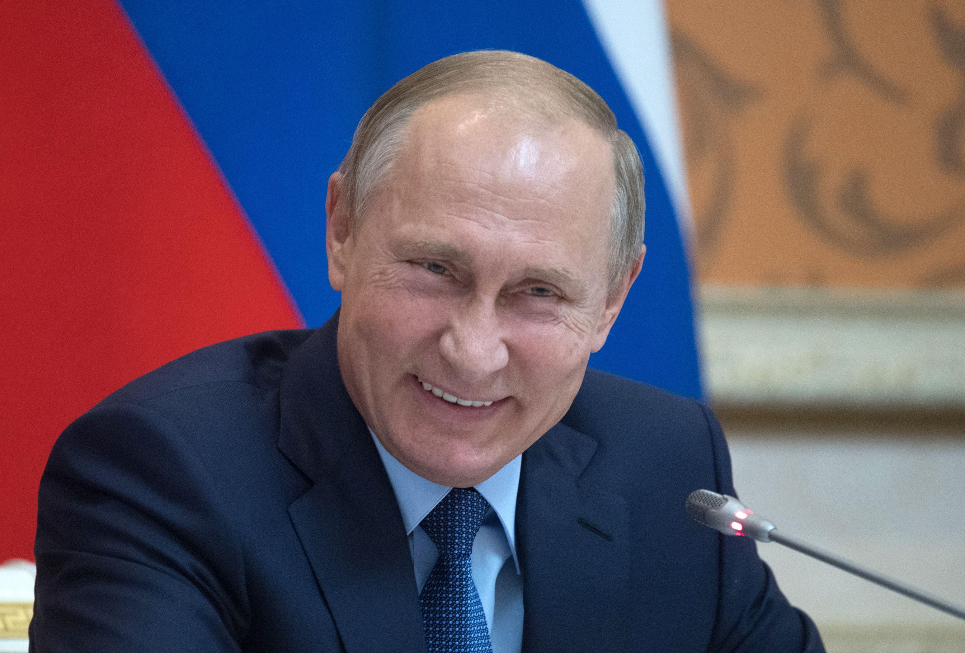 Kremlin: Vladimir Putin a decis în mod independent să nu răspundă sancţiunilor SUA din 2016, nu a fost influenţat de fostul consilier american Michael Flynn