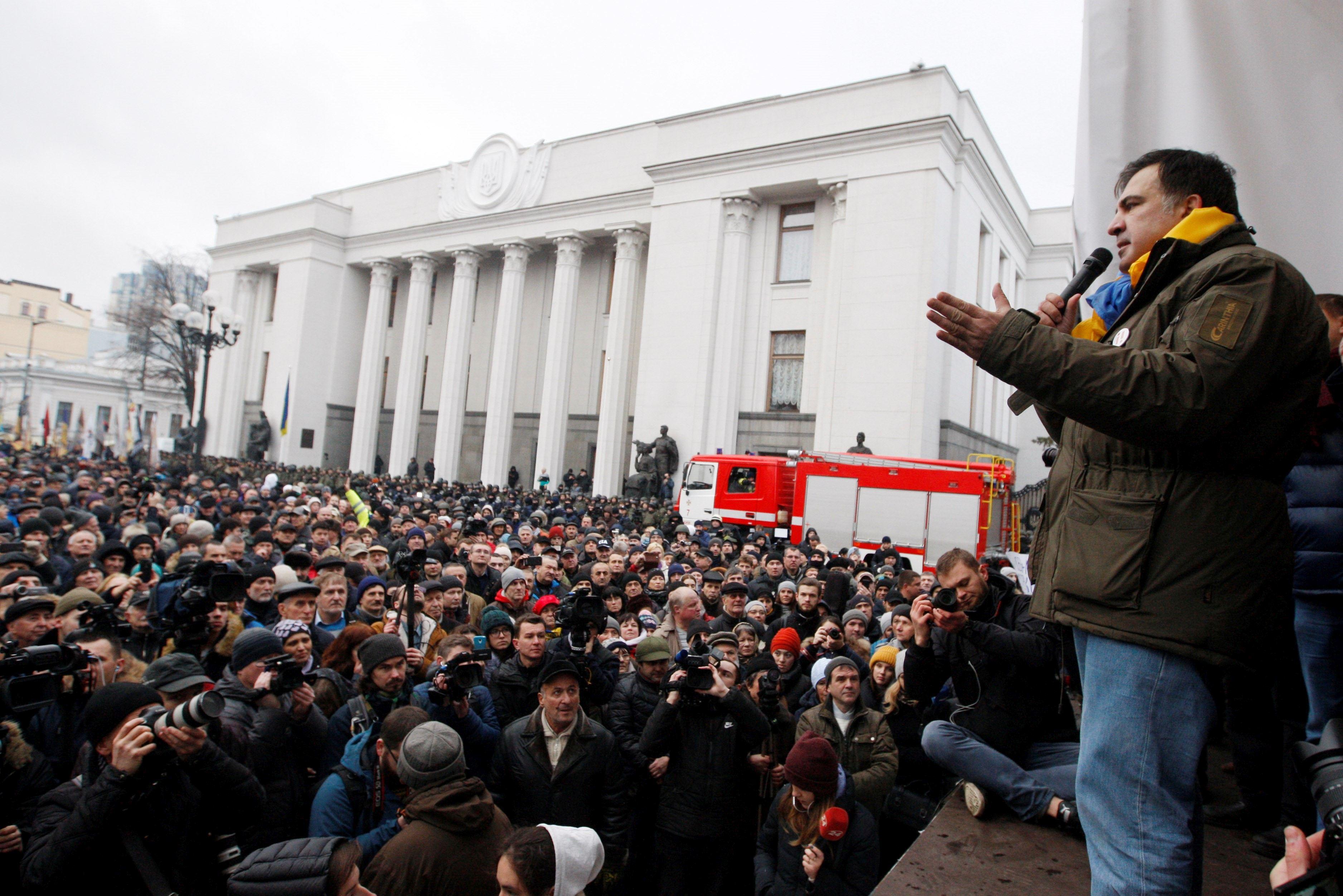 Şaisprezece persoane rănite, după confruntări între susţinătorii lui Saakaşvili şi forţele de ordine