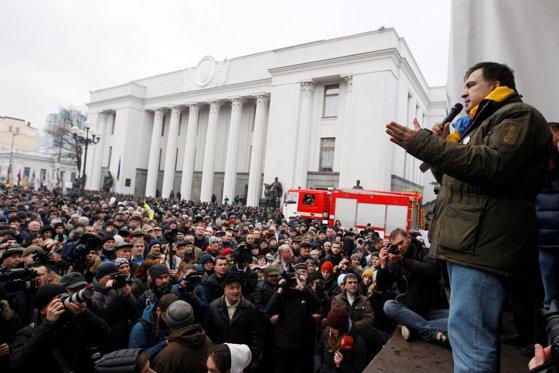 Imaginea articolului Şaisprezece persoane rănite, după confruntări între susţinătorii lui Saakaşvili şi forţele de ordine