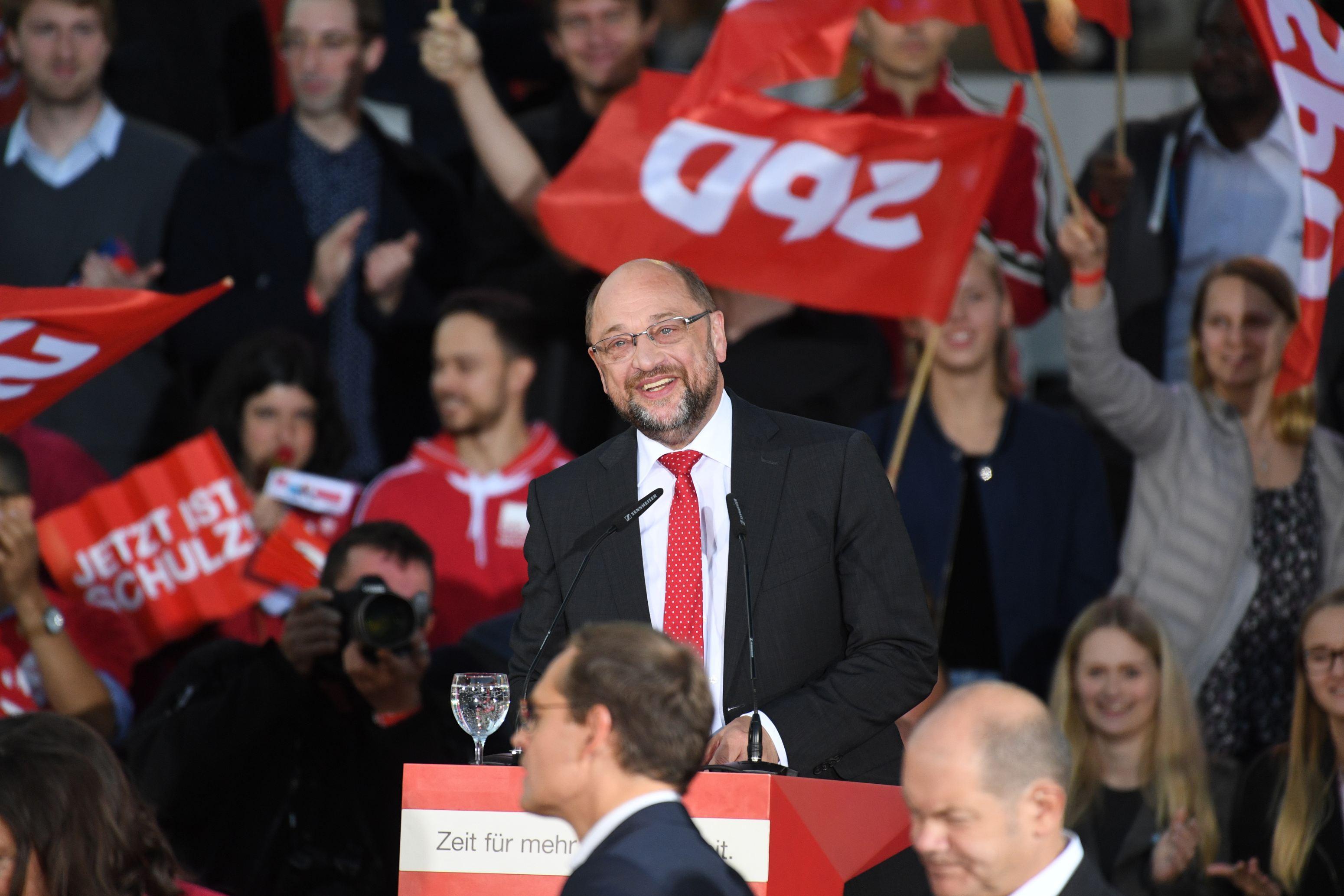 Martin Schulz a fost reales în funcţia de preşedinte al social-democraţilor germani