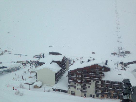 Imaginea articolului MAE, avertisment de călătorie pentru Franţa, Olanda şi Belgia, din cauza ninsorilor şi a vântului
