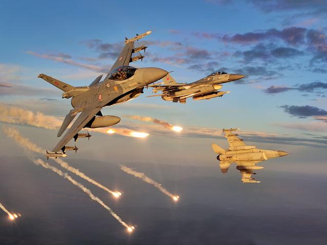 Israelul a bombardat poziţii militare din Fâşia Gaza ca ripostă la atacuri cu rachete