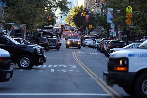 Imaginea articolului Presupusul autor al atentatului din New York, inculpat pentru comiterea unui act terorist. Bărbatul, în stare gravă după ce s-a aruncat în aer