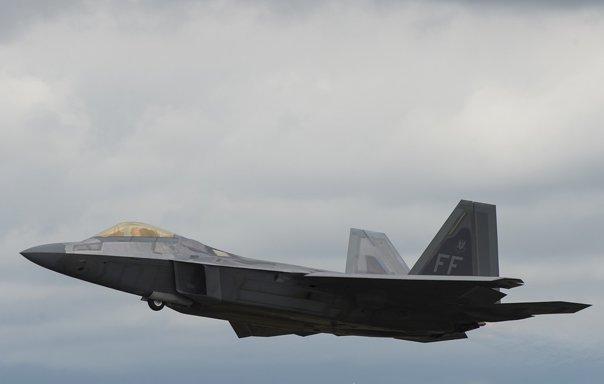Imaginea articolului Avioane de vânătoare americane au interceptat aeronave ruse, în spaţiul aerian al Siriei