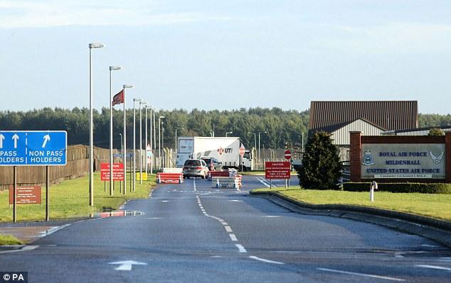 Incident de securitate la o bază militară americană din Marea Britanie | Un individ a vrut să intre forţat cu un vehicul în baza Mildenhall