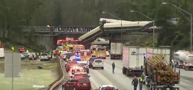 Cel puţin şase morţi şi zeci de răniţi, după ce un tren Amtrak a deraiat, a căzut de pe un pod şi s-a prăbuşit pe o autostradă din statul Washington | VIDEO