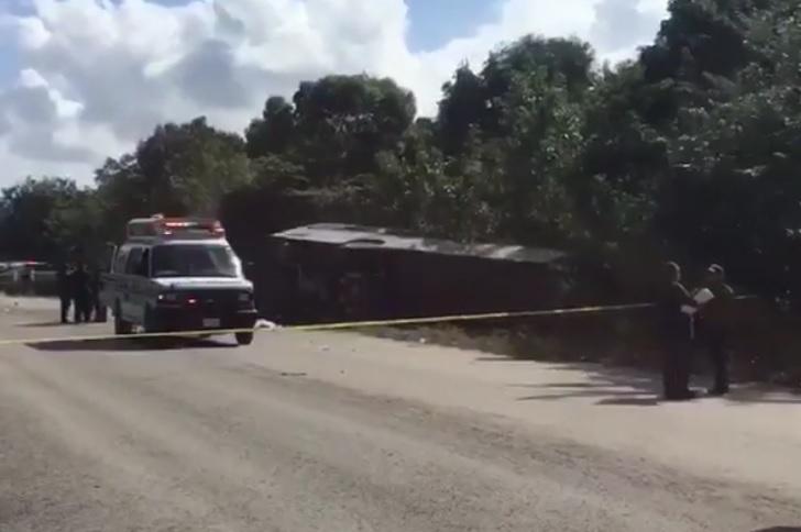 Grav accident de circulaţie în Mexic | Cel puţin 12 persoane au murit după răsturnarea unui autocar - VIDEO