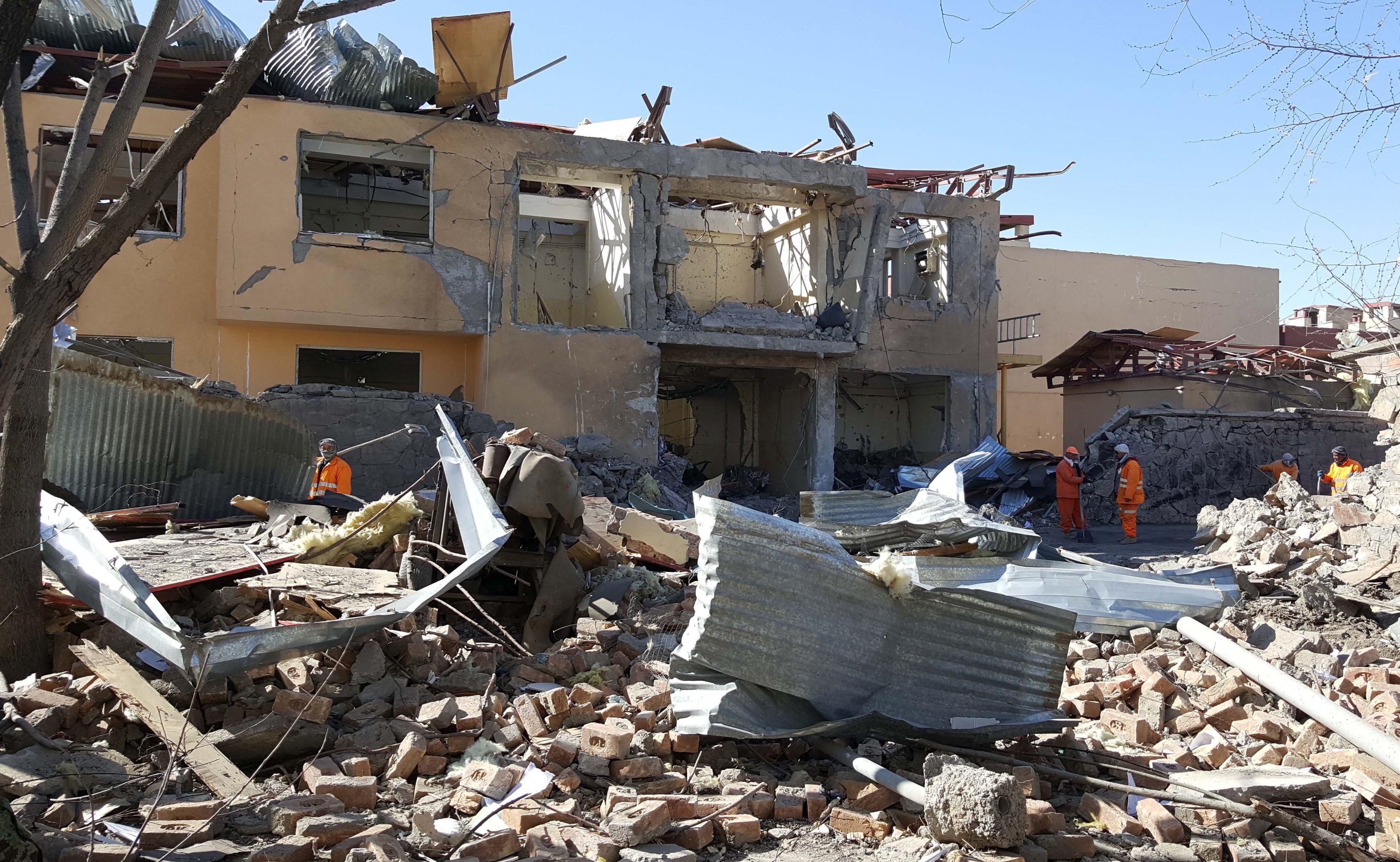 Cel puţin 40 de persoane au murit în urma unui atentat sinucigaş comis în Kabul