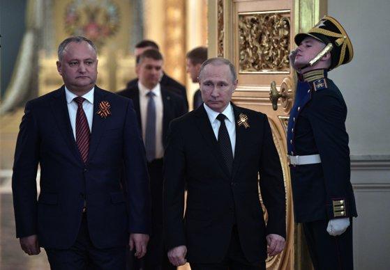Imaginea articolului Putin le-a trimis mesaje cu ocazia Anului Nou liderilor unor ţări est-europene. Ce i-a scris lui Dodon în mesajul de felicitare