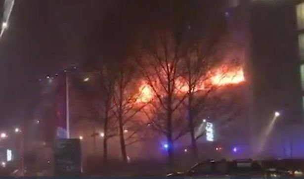 VIDEO Sute de autovehicule au fost distruse în urma unui incendiu izbucnit în Liverpool