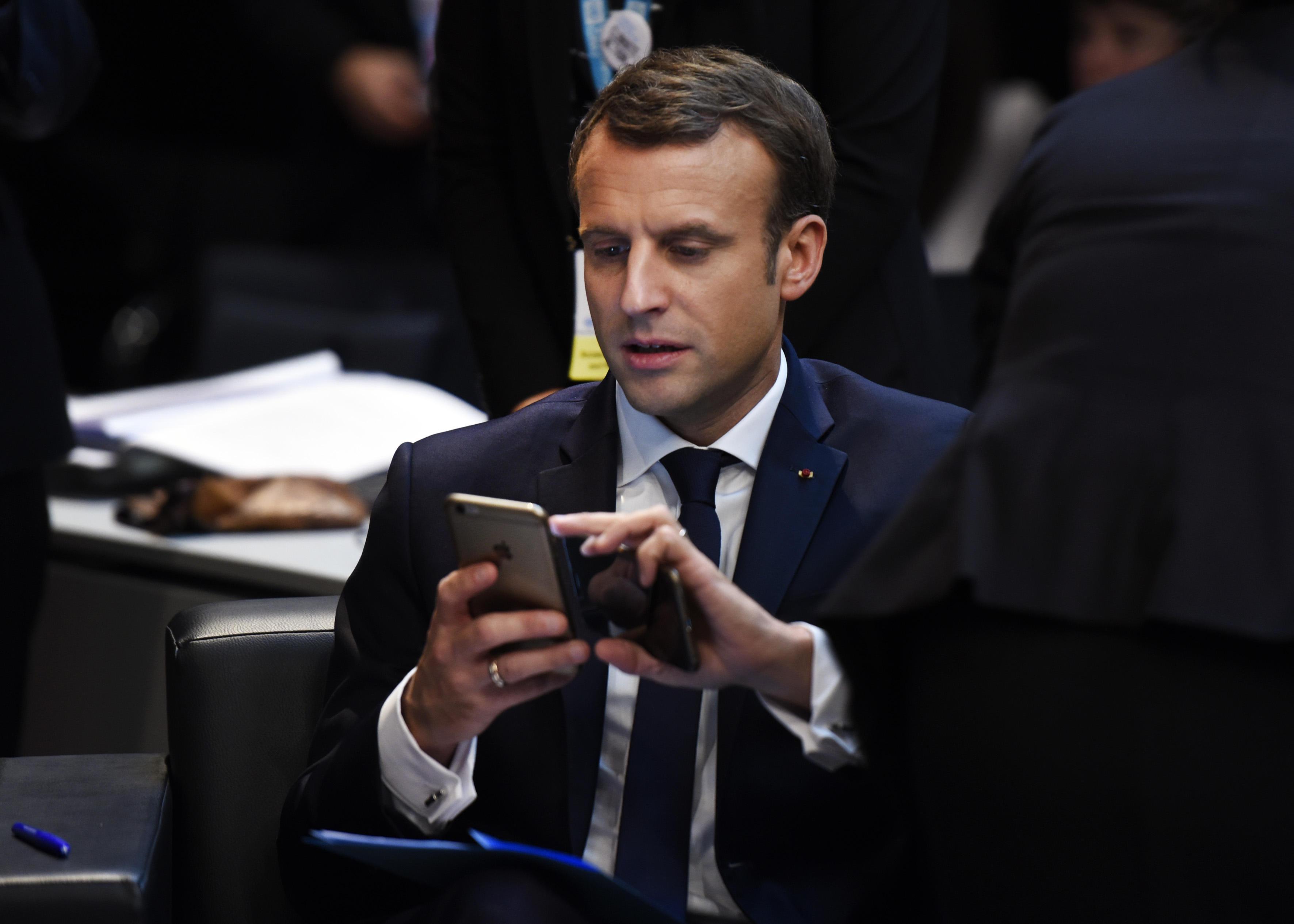 Emmanuel Macron vrea introducerea unei legi care să contracareze răspândirea ştirilor false pe reţelele de socializare