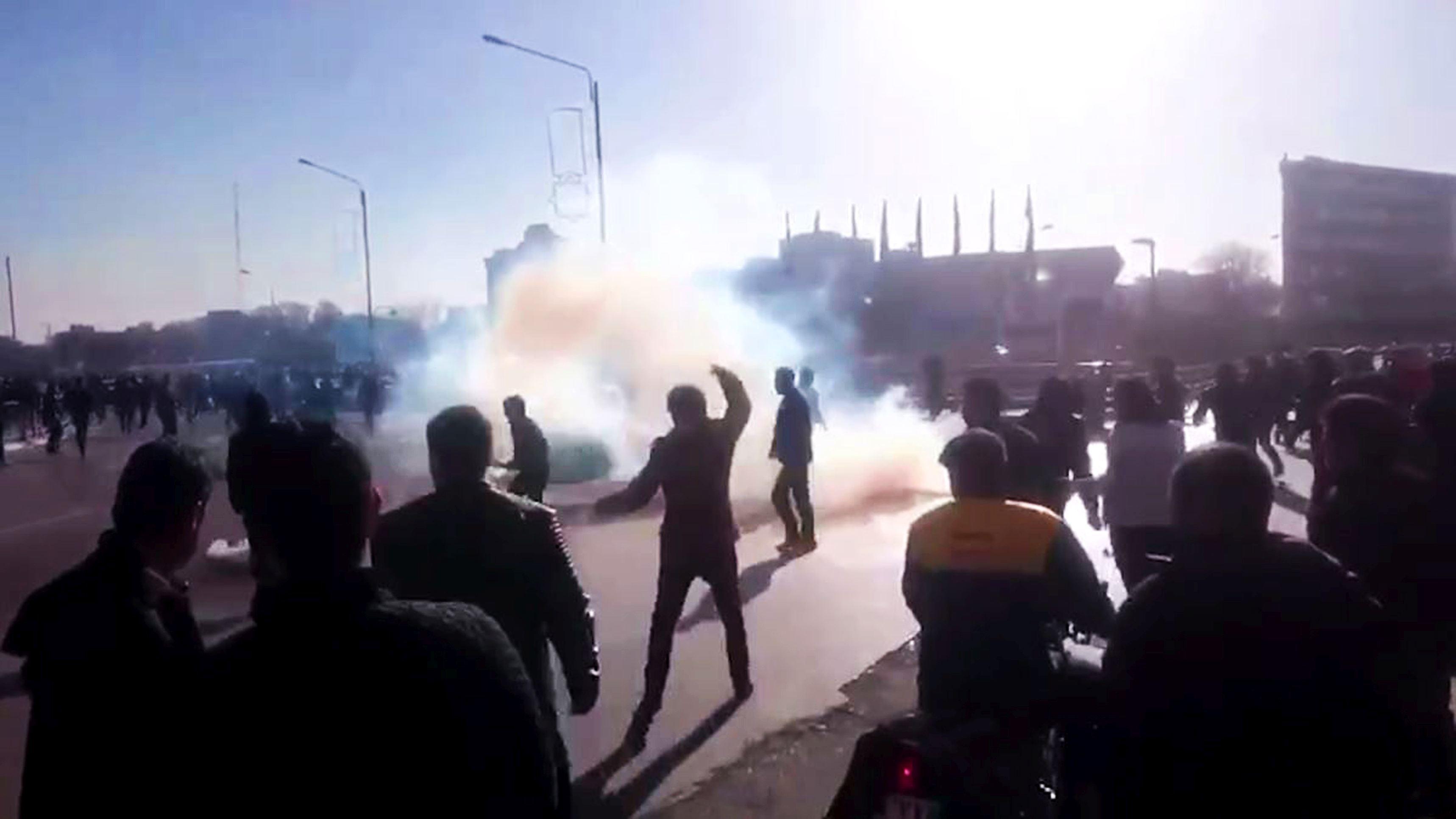 Clericul iranian radical Ahmad Khatami cere tratarea `fără milă` a protestatarilor din Iran
