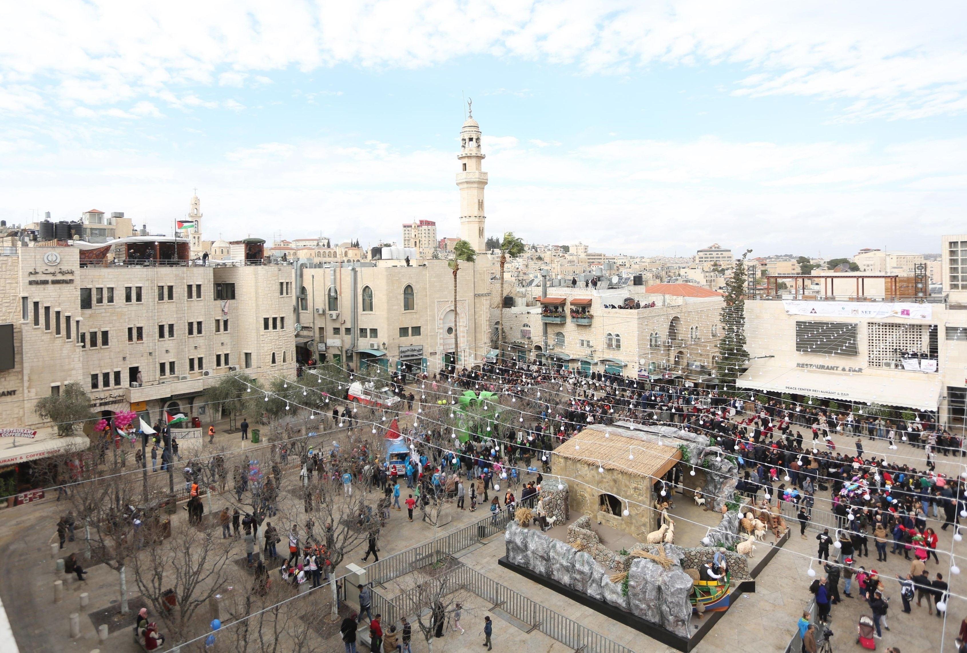 Israelul aprobă construirea a sute de locuinţe în colonii din Cisiordania/ REACŢIA palestinienilor