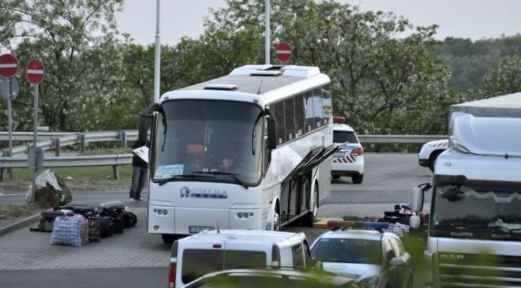 Cel puţin trei persoane au murit şi alte 30 au fost rănite în urma unui accident rutier în Praga
