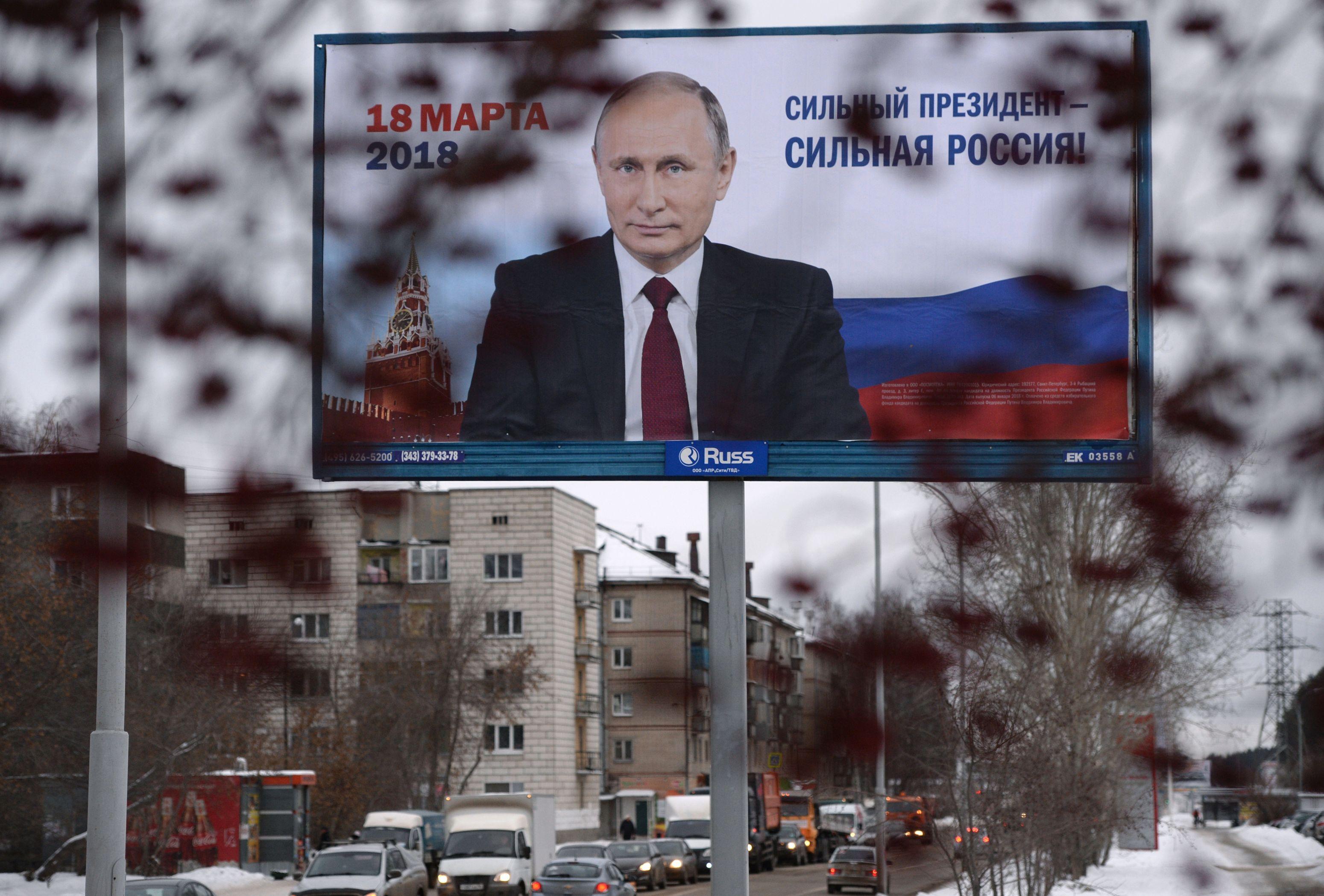 Putin a strâns peste un million de semnături pentru depunerea candidaturii la prezidenţiale / Cum arată cele mai recente sondaje