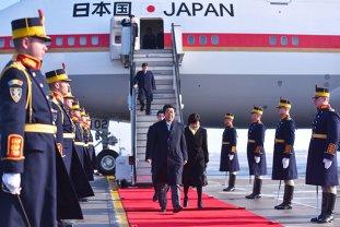 România, luată PESTE PICIOR de presa internaţională. Cum s-a văzut vizita premierului Shinzo Abe de ochiul CRITIC al jurnaliştilor europeni