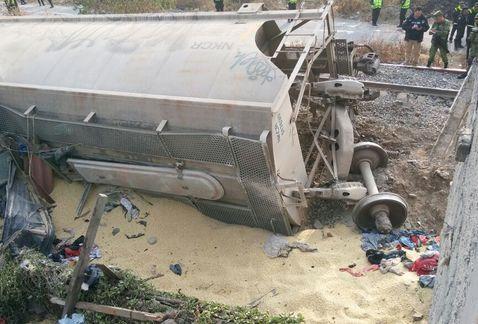 Imaginea articolului Accident feroviar în Mexic: Cel puţin cinci morţi după ce un tren a deraiat şi a intrat într-o casă | FOTO, VIDEO