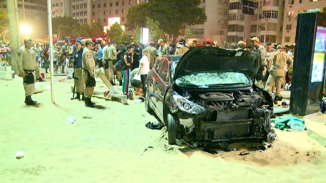 Un bebeluş a decedat, iar alte 15 persoane au fost rănite, după ce un vehicul a intrat în mulţime la Copacabana, Brazilia/ Şoferul afirmă că a suferit o criză de epilepsie