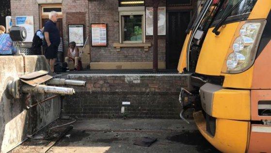 Imaginea articolului Cel puţin 15 persoane au fost rănite la Sydney, după ce un tren a izbit tampoanele de frânare din gară