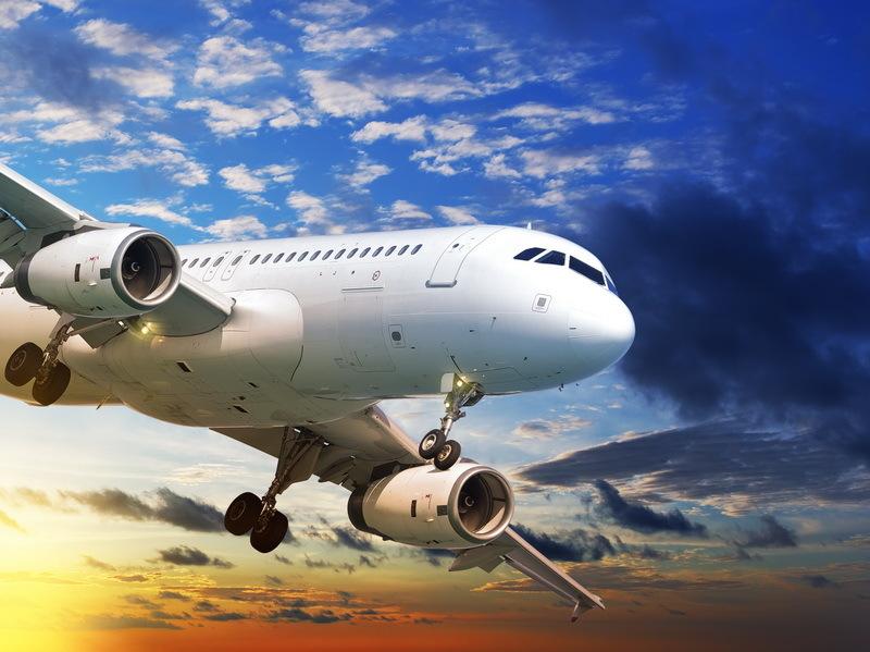 Un avion de pasageri cu destinaţia Sofia a fost nevoit să aterizeze la Bucureşti din cauza vântului puternic