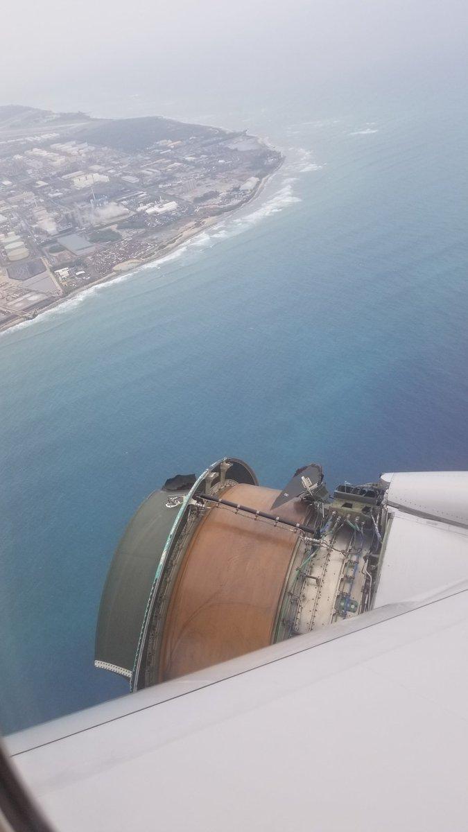 Un avion de pasageri a aterizat de urgenţă în Hawaii după ce carcasa unui motor s-a desprins în timpul zborului