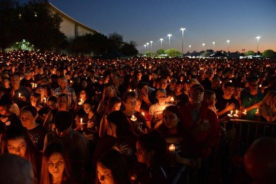 """Imaginea articolului Trump, criticat de supravieţuitorii atacului armat de la liceul din Florida. Afirmaţia care a stârnit nemulţumire: """"Eşti preşedinte. Trebuie să aduci naţiunea împreună, nu să ne divizezi. Cum îţi permiţi"""""""