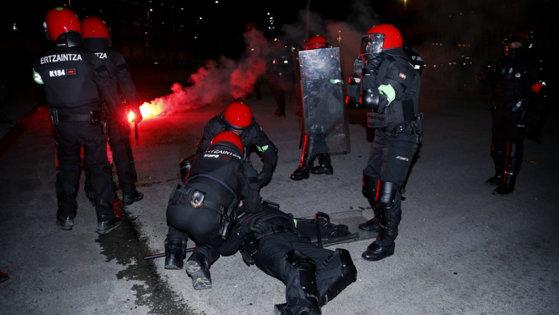 Imaginea articolului Un poliţist spaniol a murit în urma violenţelor provocate la Bilbao de către suporterii echipei de fotbal Spartak Moscova