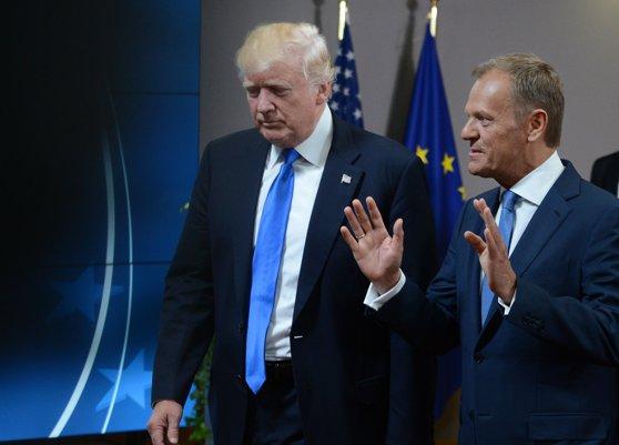 Imaginea articolului Schimb de replici peste ocean, între Donald Tusk şi Donald Trump, pe tema războaielor comerciale. Cine are de câştigat şi cine de pierdut