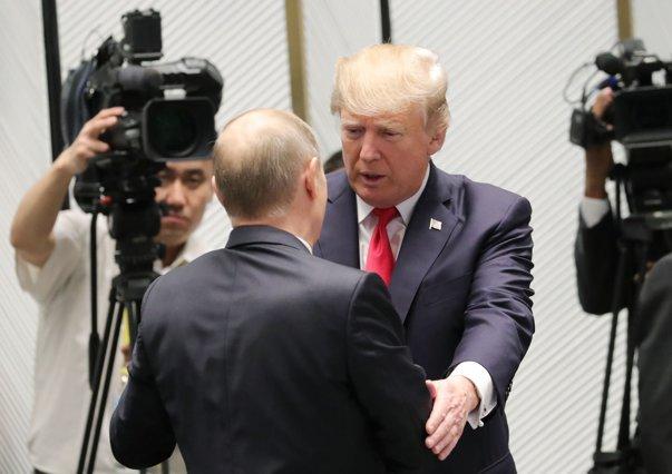 """Imaginea articolului Acuzat că felicită """"dictatori"""", Donald Trump critică """"presa ştirilor false"""" care a denunţat decizia sa de a-l suna pe Vladimir Putin/ Avem nevoie de """"relaţii bune"""" cu Rusia"""