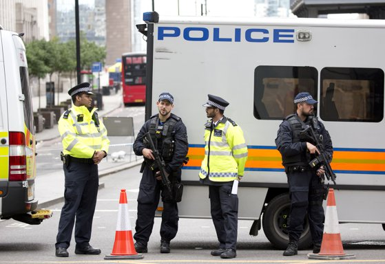 Imaginea articolului ALERTĂ de securitate la Londra, lângă Turnul Gherkin. Oamenii, rugaţi să evite zona UPDATE: Perimetrul a fost desfiinţat, poliţia a depistat pachetul