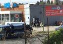 Imaginea articolului Atac TERORIST în sudul Franţei, revendicat de Stat Islamic. UPDATE: Autorul, împuşcat mortal/ Luare de OSTATICI şi focuri de armă într-un supermarket. Bilanţ: trei morţi şi 16 răniţi   VIDEO