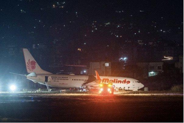 Imaginea articolului Incident aviatic. Aeroportul din capitala Nepalului, ÎNCHIS: Un avion a derapat pe pistă în timpul decolării şi a rămas împotmolit în noroi