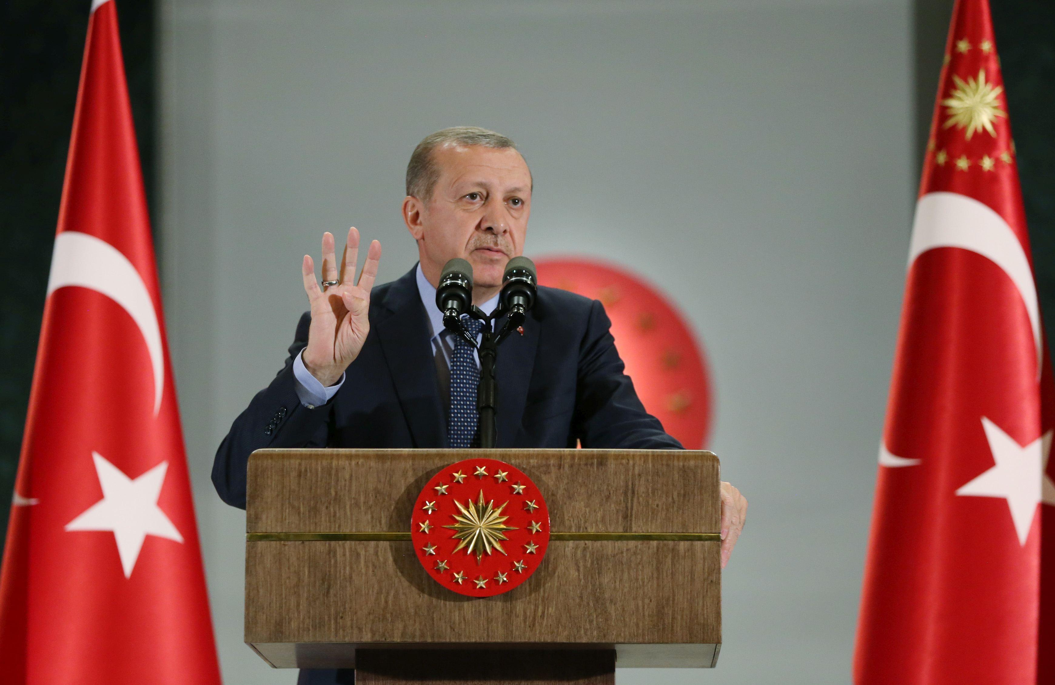Recep Tayyip Erdogan susţine că Turcia va continua operaţiunile militare din Siria şi Irak