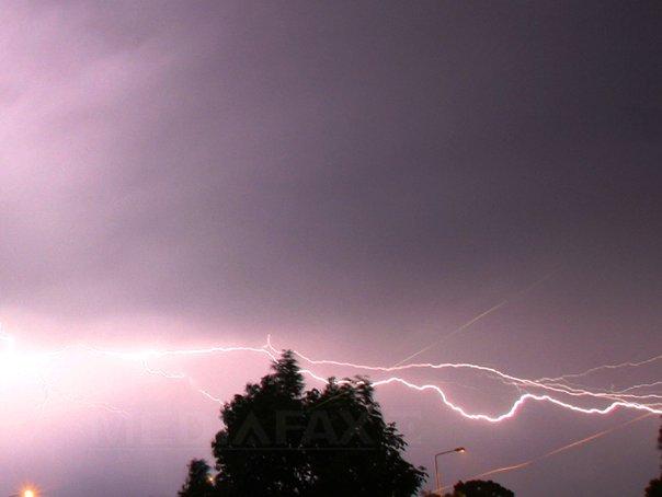 Imaginea articolului HAOS pe Aeroportul Stansted de lângă Londra. Traficul aerian, perturbat de o furtună puternică | VIDEO
