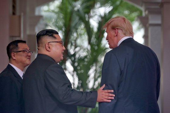 """Imaginea articolului Donald Trump anunţă că îl va invita """"cu siguranţă"""" pe Kim Jong-un la Casa Albă: """"A fost o onoare să fiu aici cu tine"""""""