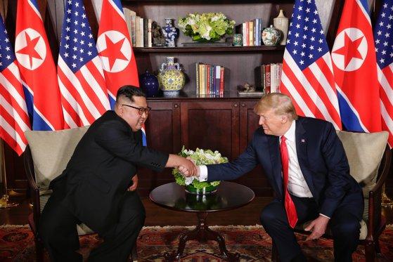 Imaginea articolului The New York Times: Ce s-a întâmplat la summitul Donald Trump - Kim Jong-Un şi de ce CONTEAZĂ / Wall Street Journal: Ce conţine DECLARAŢIA semnată de cei doi lideri
