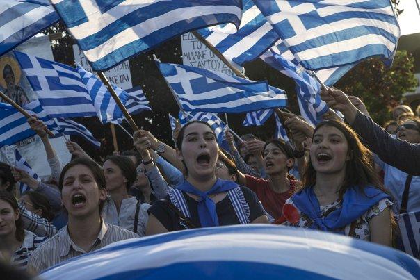 """Imaginea articolului Grecia şi Macedonia au semnat acordul istoric privind schimbarea numelui fostei republici iugoslave / Proteste în Grecia: """"Ne luptăm pentru pământul strămoşilor noştri. Nu vom renunţa"""""""