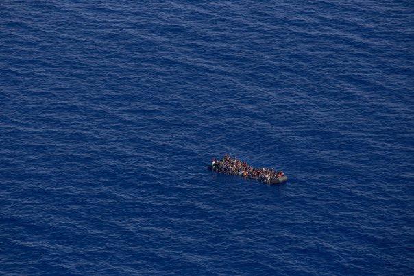 Imaginea articolului Ambarcaţiunea cu peste 600 de imigranţi, respinsă de Italia, a ajuns în portul din Valencia