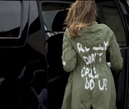 Imaginea articolului Jacheta cu mesaj îndoielnic purtată de Melania Trump în vizita la centrul pentru copiii imigranţilor. Reacţiile dure din online / Mesajul postat de Donald Trump