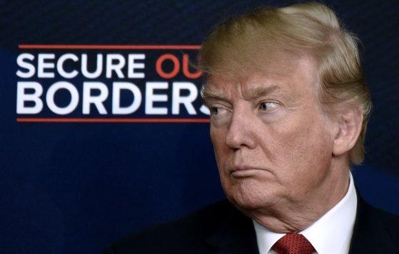 """Imaginea articolului Trump afirmă că imigranţii ilegali ar trebui deportaţi imediat """"fără judecători sau procese în instanţă"""""""