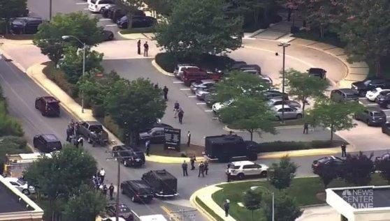 Imaginea articolului ATAC ARMAT în Statele Unite: Un bărbat a deschis focul în redacţia cotidianului Capital-Gazette din Annapolis/ Mai multe persoane au fost împuşcate | VIDEO