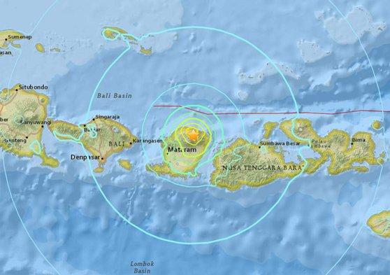 Imaginea articolului CUTREMUR puternic în Indonezia | Seismul cu magnitudinea de 6,4 grade a lovit insula turistică Lombok: Bilanţul a ajuns la 14 morţi şi 162 de răniţi | FOTO, VIDEO