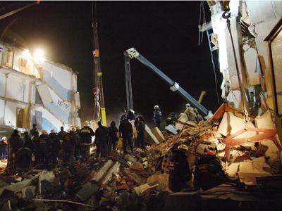 Imaginea articolului Cel puţin 27 de morţi în explozia unui bloc de locuinţe din Ucraina (Galerie Foto)
