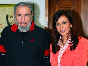 Fostul preşedinte cubanez Fidel Castro şi preşedintele argentinian Cristina Kirchner (Imagine: Mediafax Foto/AFP)